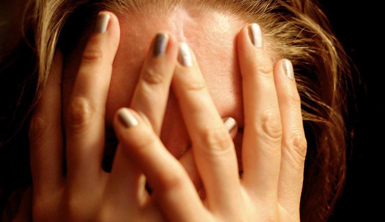 Tipologie di mal di testa e loro cause - BenessereDiTutti.it